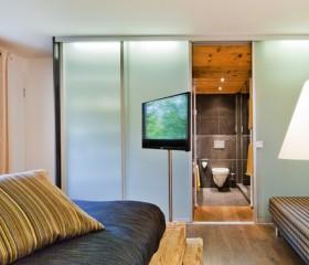 Side annex room 22